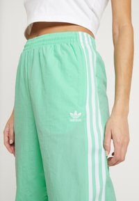 adidas Originals - LOCK UP ADICOLOR NYLON TRACK PANTS - Pantalones deportivos - prism mint/white - 5