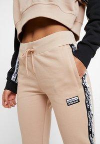 adidas Originals - CUF PANT - Pantalon de survêtement - ash pearl - 4