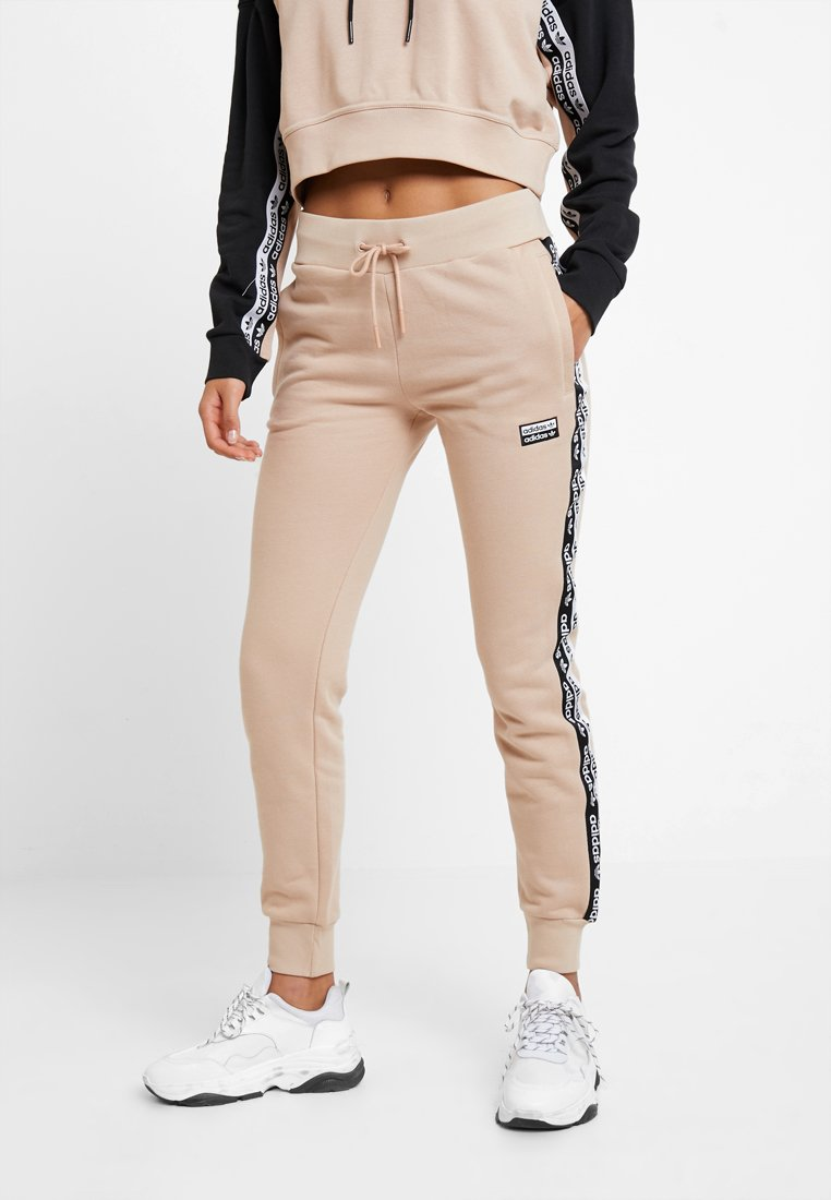 adidas Originals - CUF PANT - Pantalon de survêtement - ash pearl