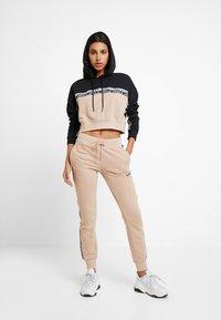 adidas Originals - CUF PANT - Pantalon de survêtement - ash pearl - 1