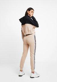 adidas Originals - CUF PANT - Pantalon de survêtement - ash pearl - 2