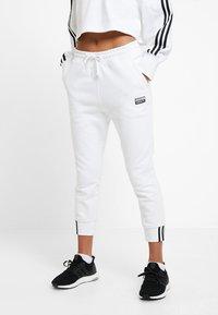 adidas Originals - PANT - Pantalon de survêtement - white - 0