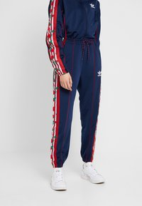 adidas Originals - TRACK PANTS - Verryttelyhousut - collegiate navy - 0