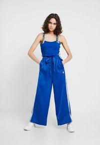 adidas Originals - TRACK PANTS - Pantaloni sportivi - collegiate royal - 1