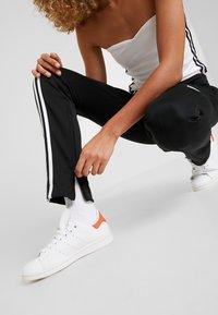adidas Originals - TRACK PANT - Verryttelyhousut - black - 3