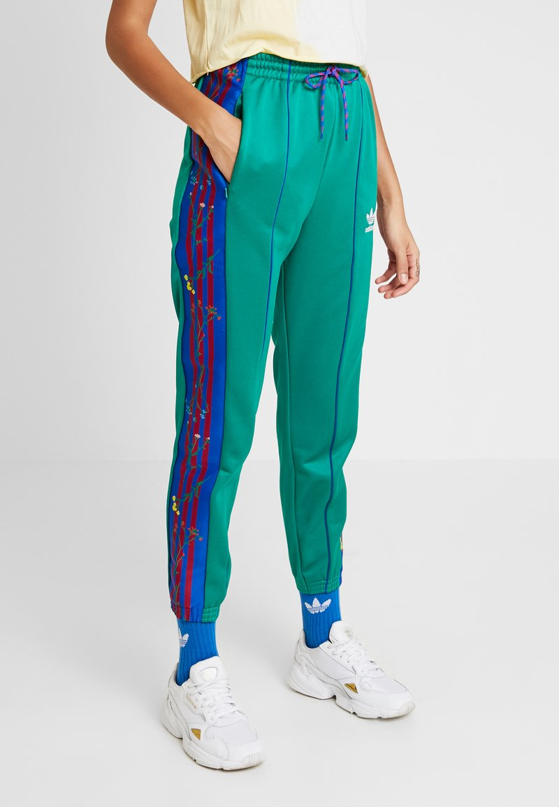 adidas Originals - TRACK PANTS - Verryttelyhousut - bold green