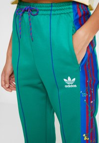 adidas Originals - TRACK PANTS - Verryttelyhousut - bold green - 5