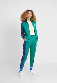 adidas Originals - TRACK PANTS - Verryttelyhousut - bold green - 1