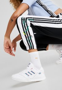 adidas Originals - TRACK PANTS - Teplákové kalhoty - black - 5