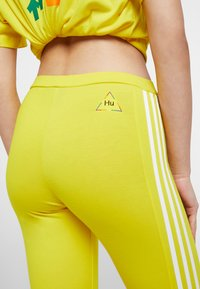 adidas Originals - PHARRELL WILLIAMS 3 STRIPES TIGHT - Leggings - Trousers - yellow - 5