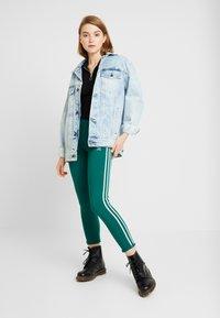 adidas Originals - ADICOLOR 3 STRIPES TIGHTS - Leggings - Trousers - noble green - 1