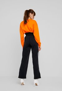 adidas Originals - BELLISTA 3 STRIPES PANTS - Teplákové kalhoty - black - 2