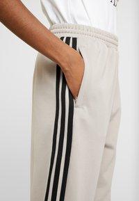 adidas Originals - TRACK PANTS - Pantalon de survêtement - vapour grey - 5