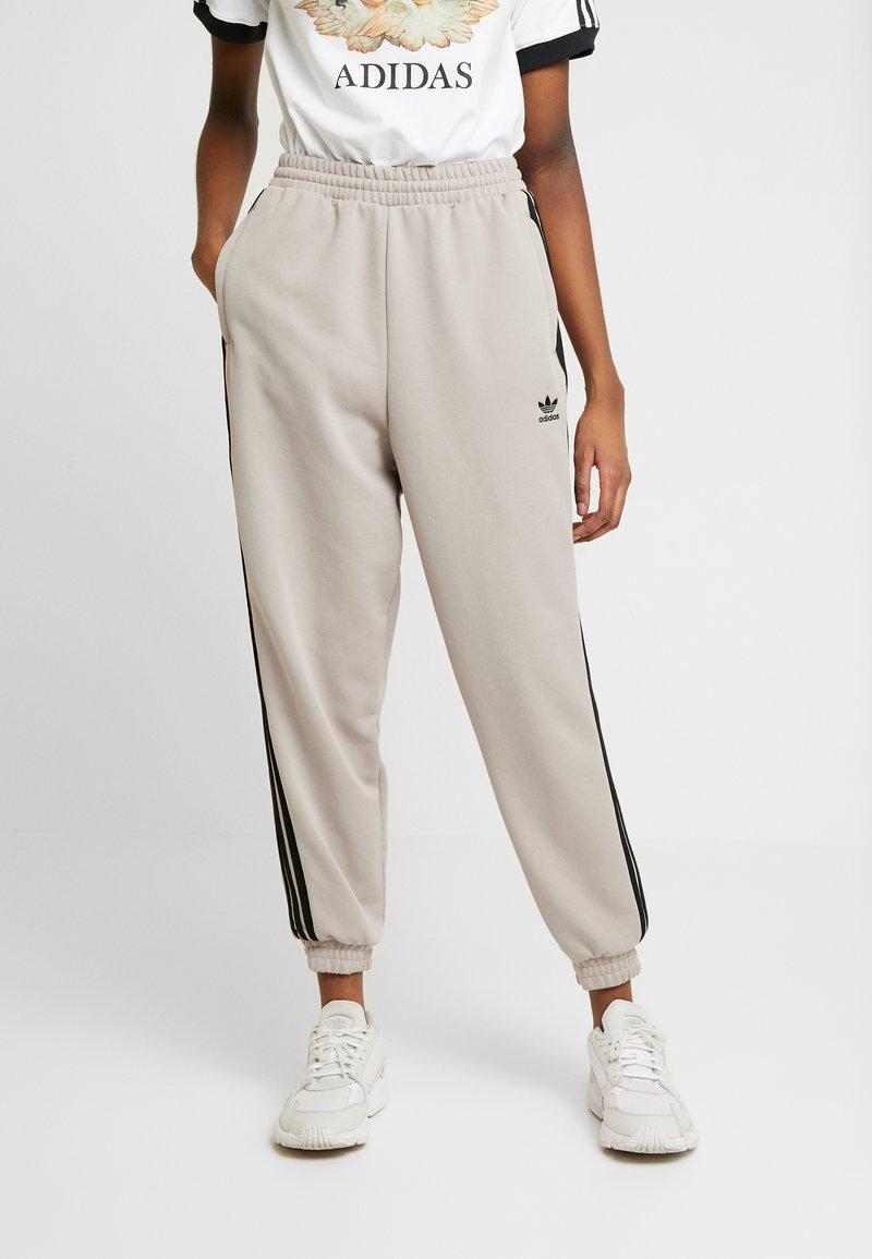 adidas Originals - TRACK PANTS - Pantalon de survêtement - vapour grey