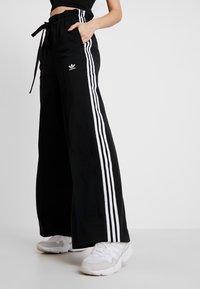 adidas Originals - TRACK PANTS - Träningsbyxor - black - 0