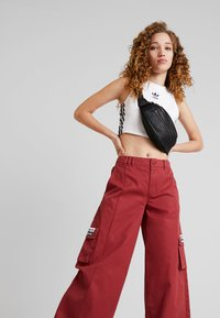 adidas Originals - TRACK PANTS - Tygbyxor - mystery red - 3