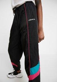 adidas Originals - TECH PANT CUFFED - Pantaloni sportivi - black - 5