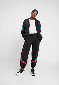adidas Originals - TECH PANT CUFFED - Träningsbyxor - black - 2