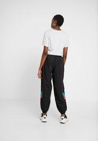 adidas Originals - TECH PANT CUFFED - Pantaloni sportivi - black - 3