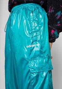 adidas Originals - SHINY WINDWEAR PANT - Träningsbyxor - blast emerald - 4