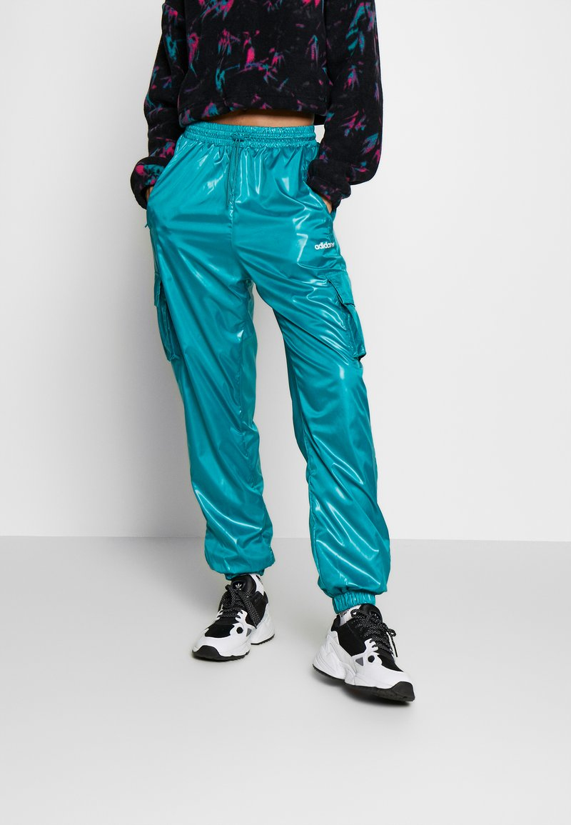 adidas Originals - SHINY WINDWEAR PANT - Träningsbyxor - blast emerald
