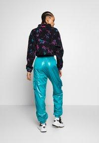 adidas Originals - SHINY WINDWEAR PANT - Träningsbyxor - blast emerald - 2