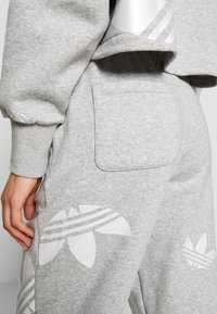 adidas Originals - LARGE LOGO PANT - Tracksuit bottoms - mgreyh/white - 3