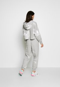 adidas Originals - LARGE LOGO PANT - Tracksuit bottoms - mgreyh/white - 2