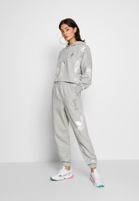 adidas Originals - LARGE LOGO PANT - Tracksuit bottoms - mgreyh/white - 1