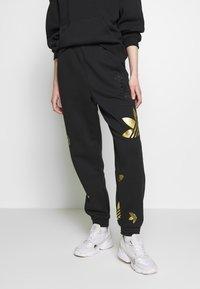 adidas Originals - LARGE LOGO PANT - Pantalon de survêtement - black/gold - 0