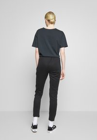 adidas Originals - Pantalon de survêtement - black/white - 2