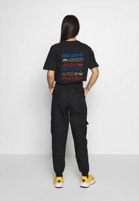 adidas Originals - TRACK PANT - Träningsbyxor - black - 2