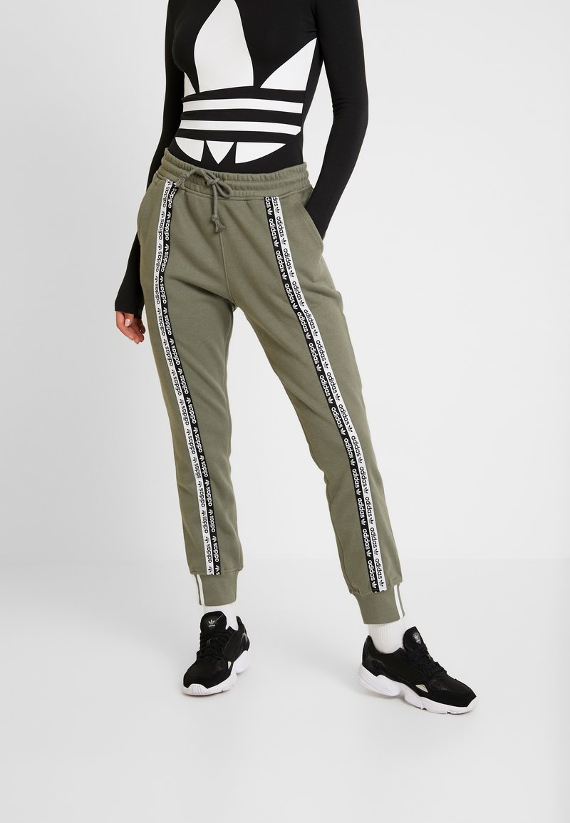 adidas Originals - CUFF PANT - Trainingsbroek - legacy green