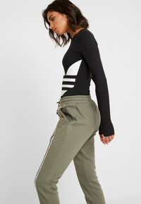 adidas Originals - CUFF PANT - Trainingsbroek - legacy green - 3