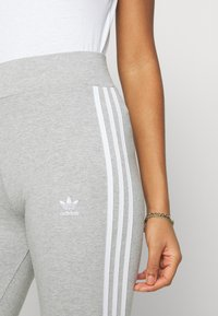 adidas Originals - 3 STRIPES TIGHT - Leggings - medium grey heather/white - 4
