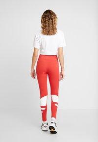 adidas Originals - LOGO TIGHT - Legging - lush red/white - 2