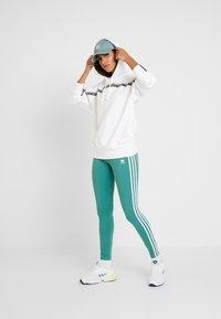 adidas Originals - TIGHT - Legíny - future hydro/white - 1