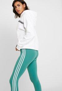 adidas Originals - TIGHT - Legíny - future hydro/white - 3
