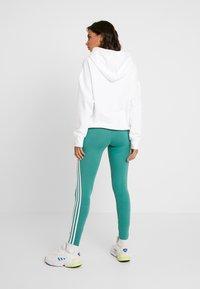 adidas Originals - TIGHT - Legíny - future hydro/white - 2