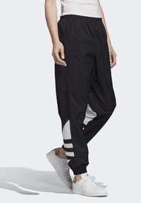 adidas Originals - Verryttelyhousut - black - 3