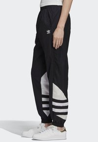 adidas Originals - Verryttelyhousut - black - 2