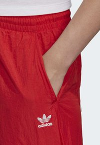adidas Originals - BIG LOGO TRACKSUIT BOTTOMS - Träningsbyxor - red - 4