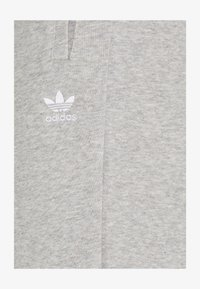 adidas Originals - TRACK PANT - Joggebukse - medium grey - 2