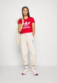 adidas Originals - REGULAR JOGGER - Tracksuit bottoms - linen - 1
