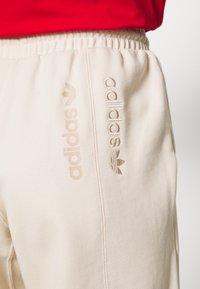adidas Originals - REGULAR JOGGER - Tracksuit bottoms - linen - 3