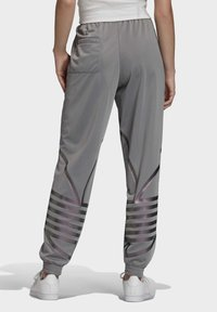 adidas Originals - LARGE LOGO TRACKSUIT BOTTOMS - Trainingsbroek - grey - 1