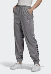 adidas Originals - LARGE LOGO TRACKSUIT BOTTOMS - Trainingsbroek - grey - 0