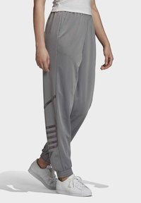 adidas Originals - LARGE LOGO TRACKSUIT BOTTOMS - Trainingsbroek - grey - 2