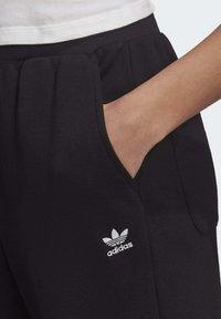 adidas Originals - TREFOIL ESSENTIALS CUFFED JOGGERS - Trainingsbroek - black - 4