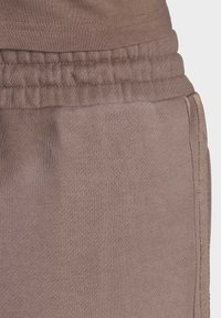 adidas Originals - CUFFED JOGGERS - Joggebukse - brown - 8